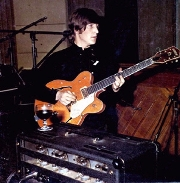 John Lennon y su Gretsch en Abbey Road, 1966.