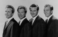 Los Crickets con Sonny Curtis (segundo por la derecha)