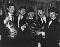 Bill Harry con Los Beatles, 15 de diciembre de 1962.