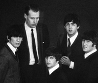 Los Beatles y George Martin, en 1963