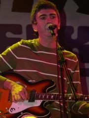 Alex Díez (Cooper) con su Epiphone (C) F. Pado