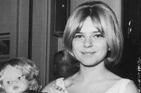 France Gall, con media melena, en 1965