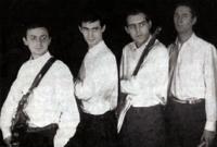Los Estudiantes, con los Arbex a la izquierda