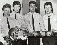 The Searchers, en 1963, con el bajo Hofner de Jackson.