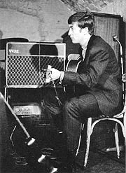 John Lennon utilizando un Vox